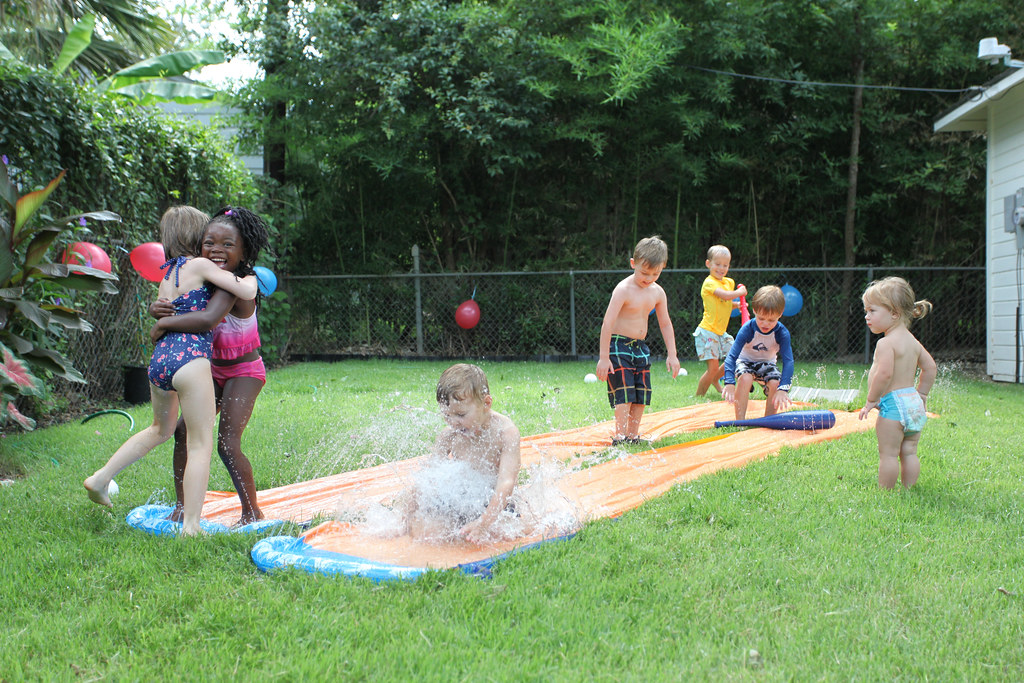 5th bday party: Hugs, baseball bats and huge splashes