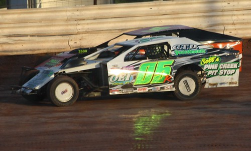 8.11.12 ABC Raceway - WISSOTA Midwest Modified winner 05 Rob Weber