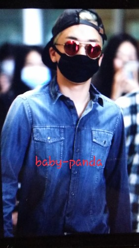 Big Bang - Beijing Airport - 05jun2015 - Seung Ri - Baby Panda - 01