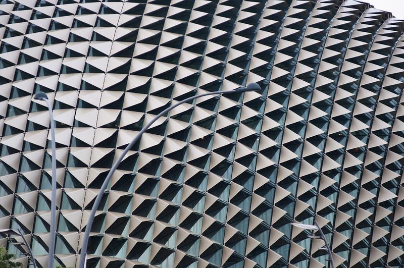 Фасад театра Эспланада, напоминающий шипы фрукта дуриан