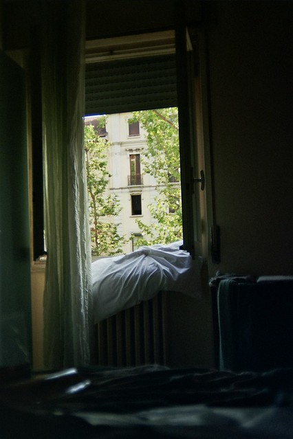 milan, italy, trip, travel, fun, city, streets, emotions, feelings, short stay, 35mm film, Fujifilm 400, room, hotel, del sud, blanket, window, wind, fresh, sunny, light