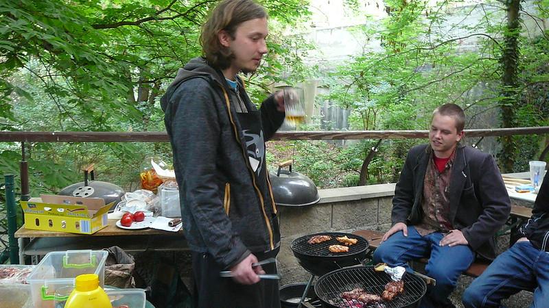 Hladovci si k večeři mohli dát steak nebo hermelín přímo z grilu. Foto: Adéla Procházková
