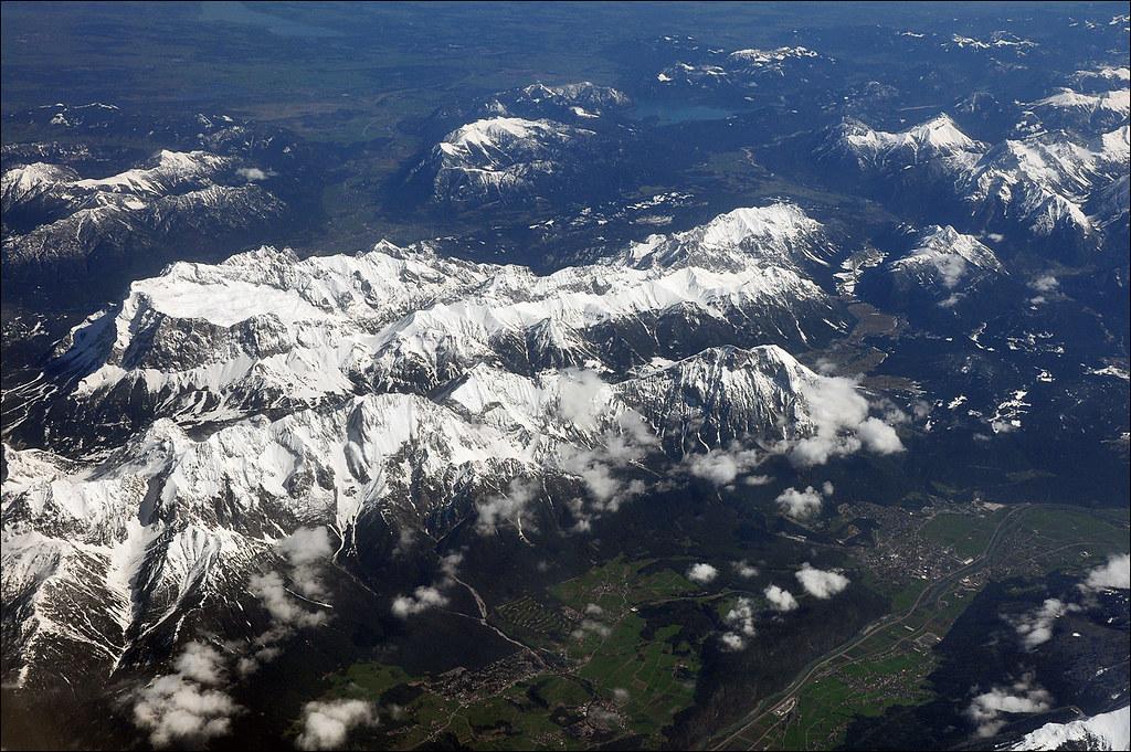 Le Alpi Orientali dal finestrino...dell'aereo!! 7248252566_2794f61f5b_b
