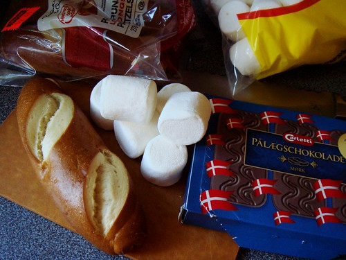 S'mores Pretzel Sandwich: Ingredients