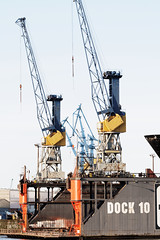 asphalt(0.0), vehicle(0.0), transport(0.0), freight transport(0.0), drilling rig(0.0), jackup rig(0.0), mast(0.0), port(1.0), crane vessel (floating)(1.0), construction equipment(1.0), crane(1.0), oil field(1.0),
