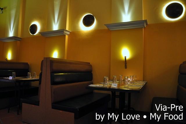 2012_05_28 Via Pre Tavern in Habour 007a