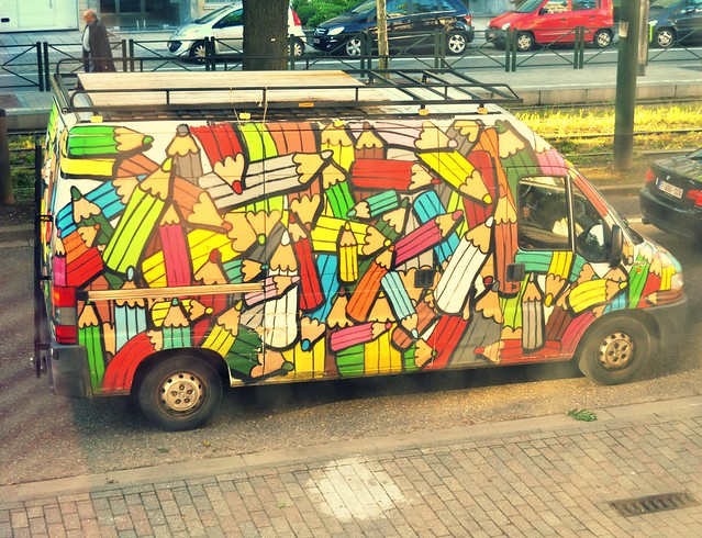 camioneta con lapices