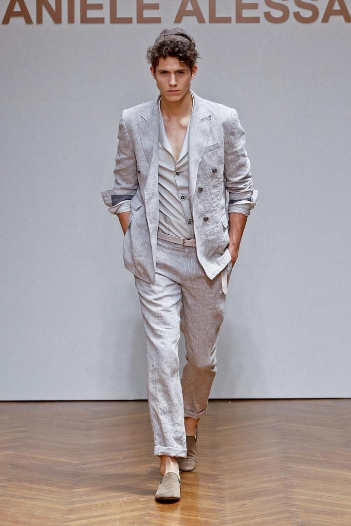 SS13 Milan Daniele Alessandrini024(fashionising.com)