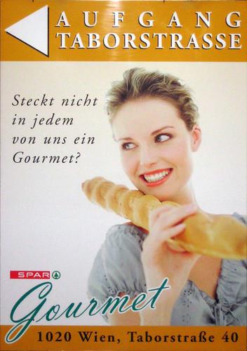 frau / gourmet / steckt / ...
