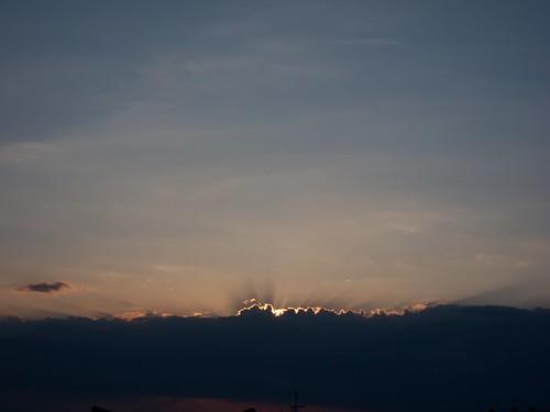 夕日と雲がダイナミックな感じ