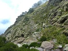 Traversée du ruisseau de Bocca a Rossa : le semblant de vire de descente depuis l'Andade a u Ponte