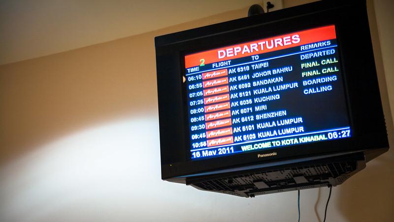 BKI 機場可以說是亞航專用機場了... 看到的航班全是亞航!