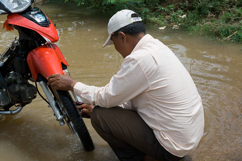 washing the bike