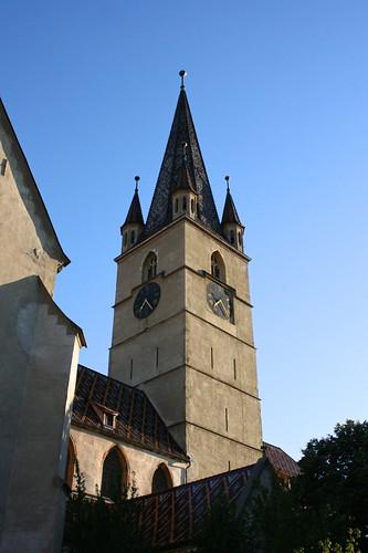 sibiu hermannstadt nagyszeben transylvania siebenbürgen erdély romania românia europe catedralaevanghelică evangelischestadtpharrkirche church kirik steeple belltower belfort