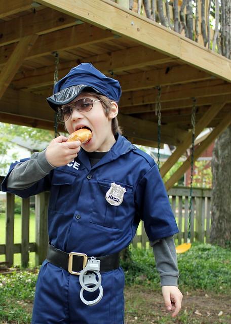 donut eatin' officer hart