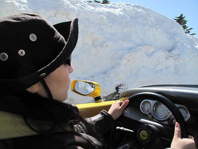 雪の回廊緊張ドライブ