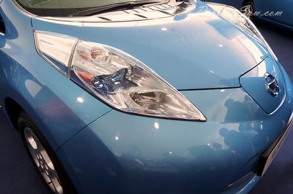 nissan leaf - all electric car-001