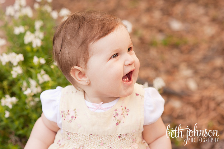 tallahassee baby photography big smile outdoors eight months