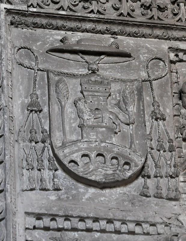 Burgos. Convento de Santa Dorotea. Sepulcro de Juan de Ortega. Escudo