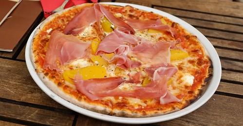 PIZZA: Schinken, Pfirsich & Ziegenkäse