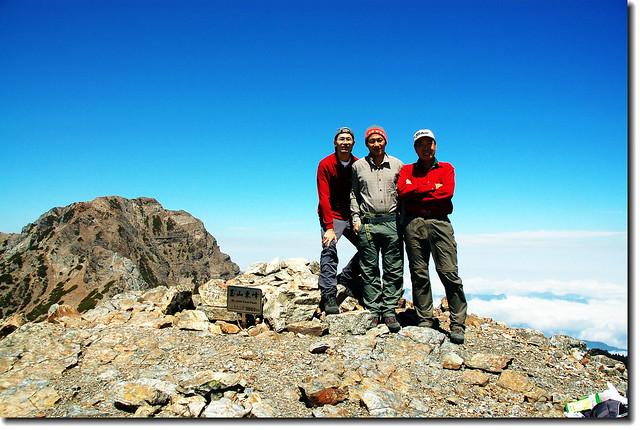 東峰頂(背景為主峰)4