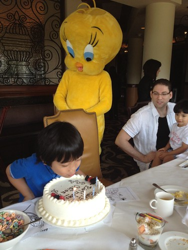 Birthday guest, Tweety bird