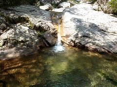 Remontée de la Frassiccia : une vasque-cascade du ruisseau, après le contournement