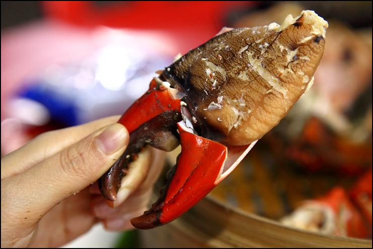 B Lui seafood crab-pincer