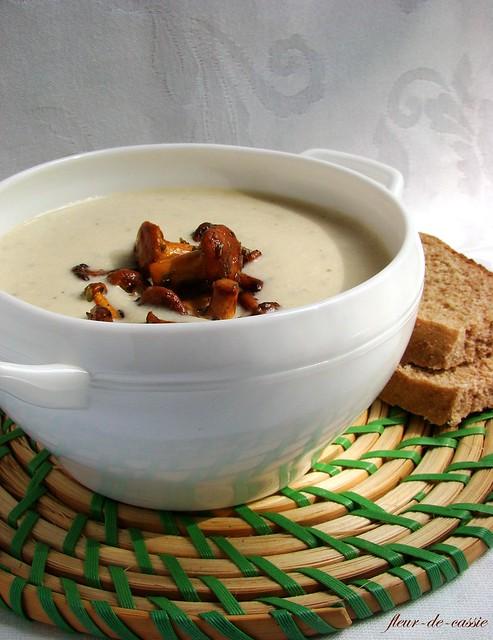 суп из кабачка с лисичками 1
