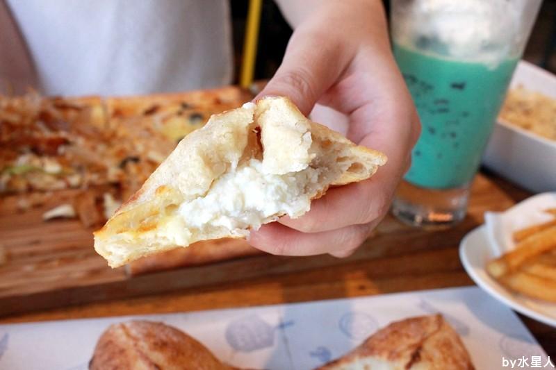28075231514 05e90f0459 b - 熱血採訪 | 台中豐原【PIZZA FACTORY 披薩工廠】貨櫃工業風裝潢,把披薩變成了派大星,好狂的大四喜
