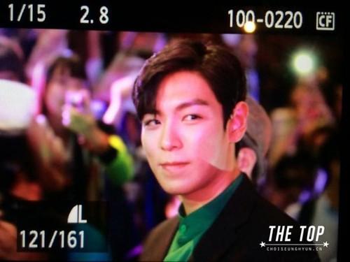 TOP-stagegreeting-premiere-HongKong-20140927_(17)