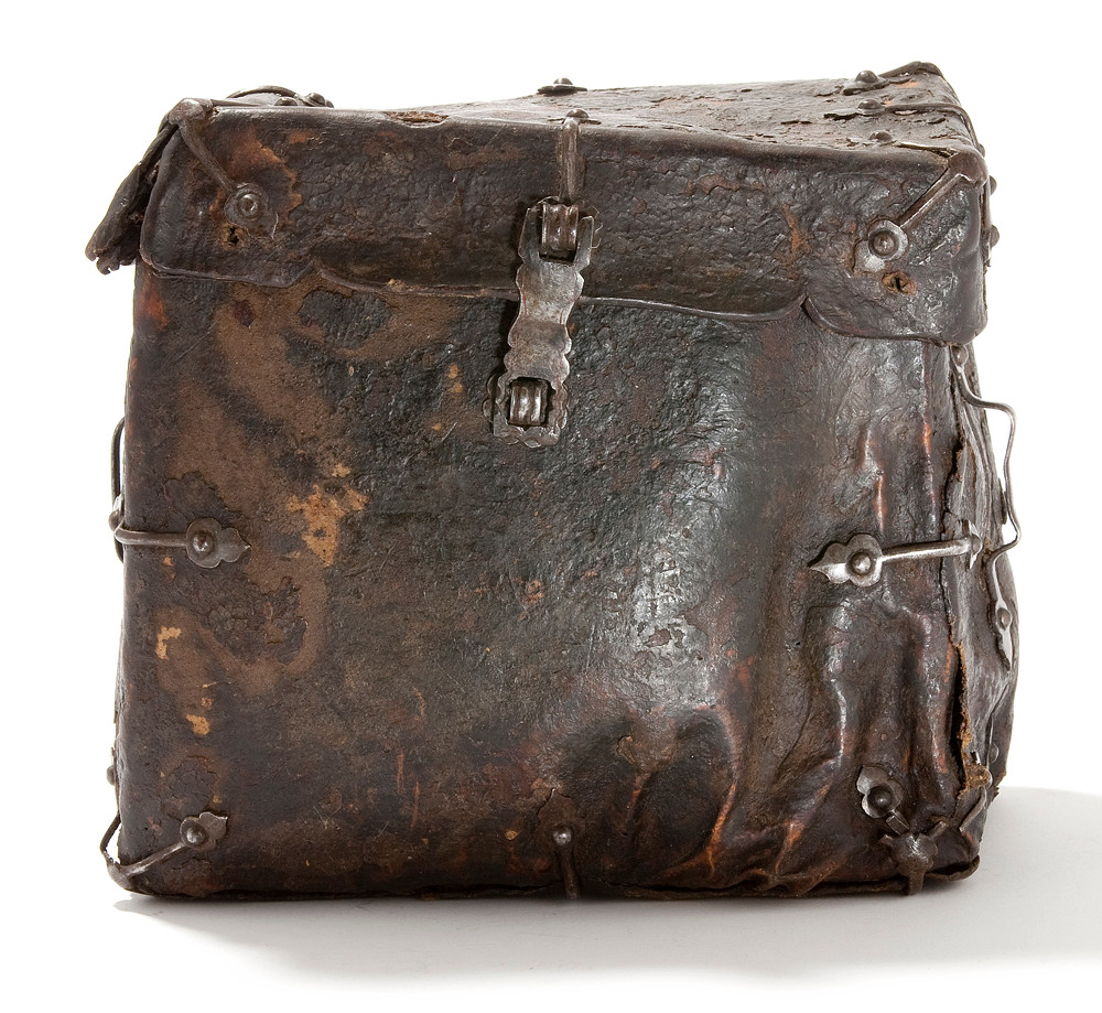 Late 1500s. Leather book bag. Tassenmuseum Netherlands