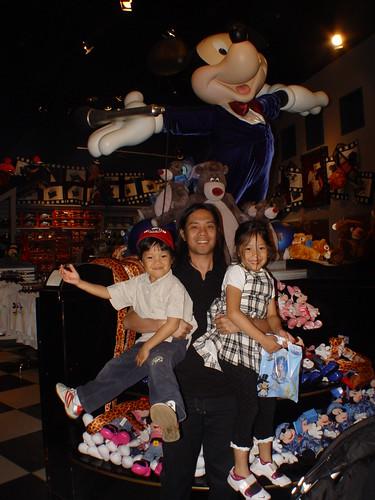 Disneyland resort paris shops