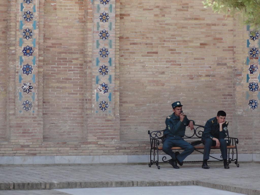 """""""Estem de servei..."""" Samarcanda (Uzbekistan)"""