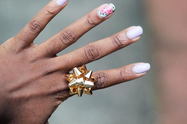 Rosette bow ring