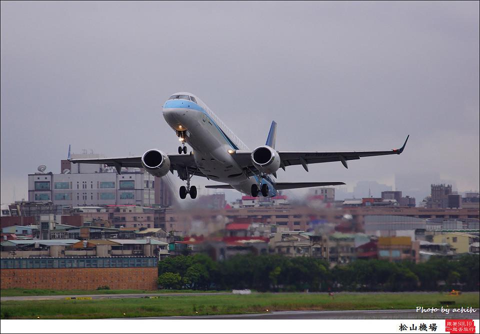 華信航空B-16827客機002