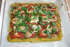 26 - Polenta-Pizza mit Büffelmozarella, Tomaten &…