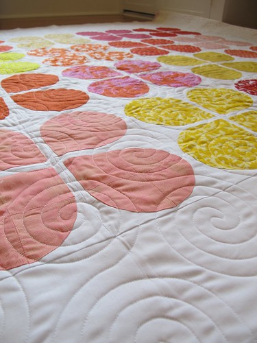 quilting detail on retro flowers quilt