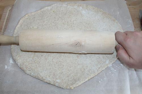 29 - Teig ausrollen / Roll dough