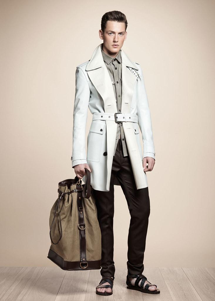 Jakob Hybholt4016_SS13 Milan Belstaff(fashionising.com)