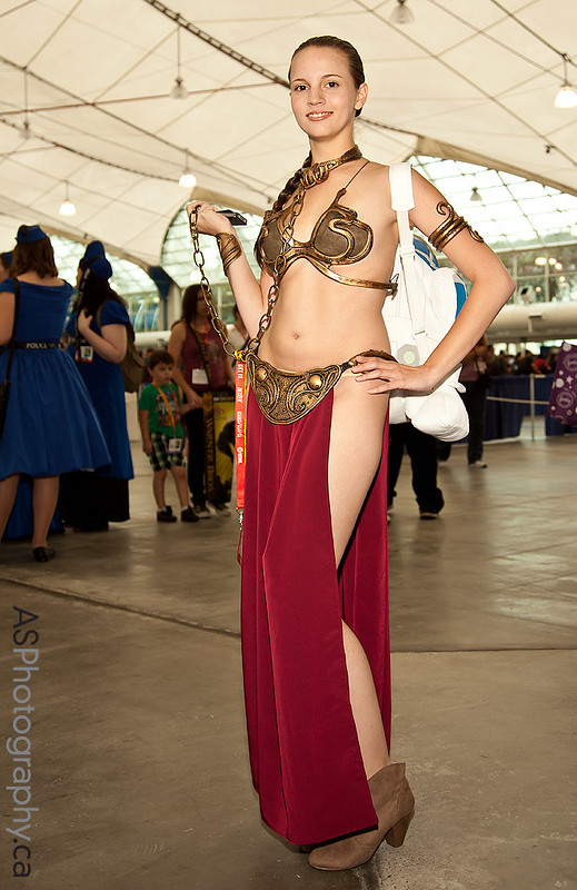 Comic-Con's first slave Leia of 2012