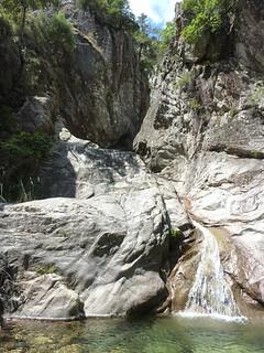 Remontée de la Frassiccia : en haut de la cascade initiale, la vasque et le ressaut suivants