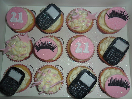 blackeberry cupcakes eyelashes stars cupcakes