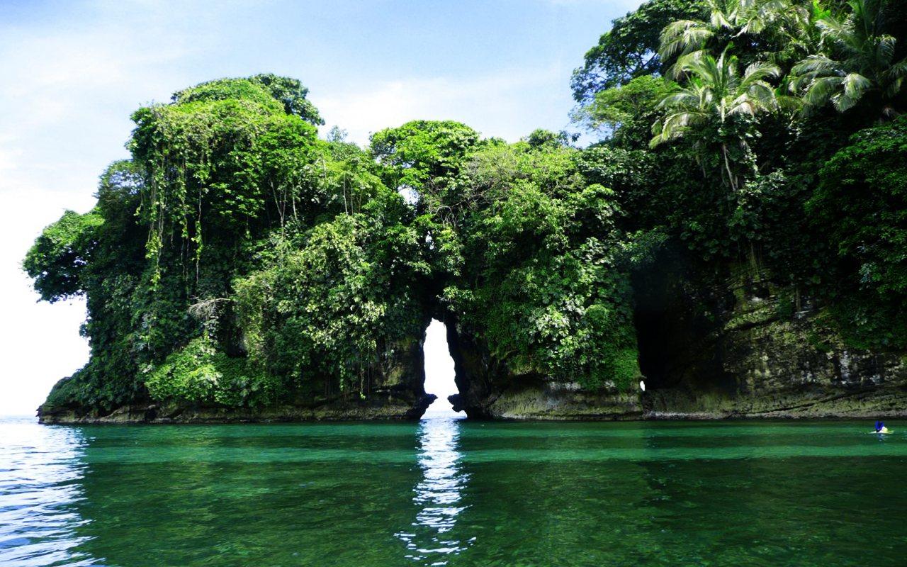 Isla de los Pájaros, un conjunto muy peculiar de rocas y cuevas en un entorno inigualable bocas del toro - 7655656758 d578b96132 o - Bocas del Toro, escondido destino vírgen en Panamá