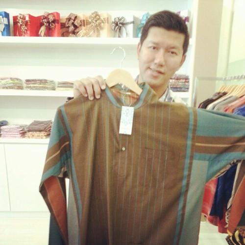 Cantek tak baju Melayu utk raya hadiah dari Zizan Nin ni?