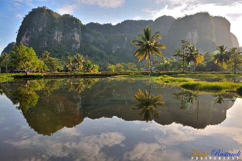 indonesia geotagged nikkor d300 makassar maros southsulawesi teeje geo:lat=4939599204412814 geo:lon=1196024710596314