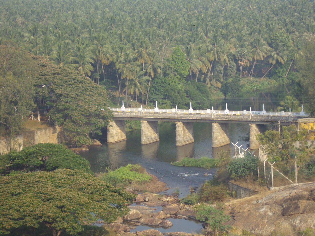 Aliyar Dam (5)