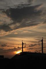 夕陽を浴びて行く新幹線E3系