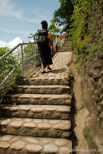 Stairs from the museum to the cross at Dambana ng Kagitingan