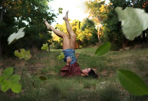 [フリー画像素材] 人物, 女性, 葉っぱ, 人物 - 森林 ID:201207070800